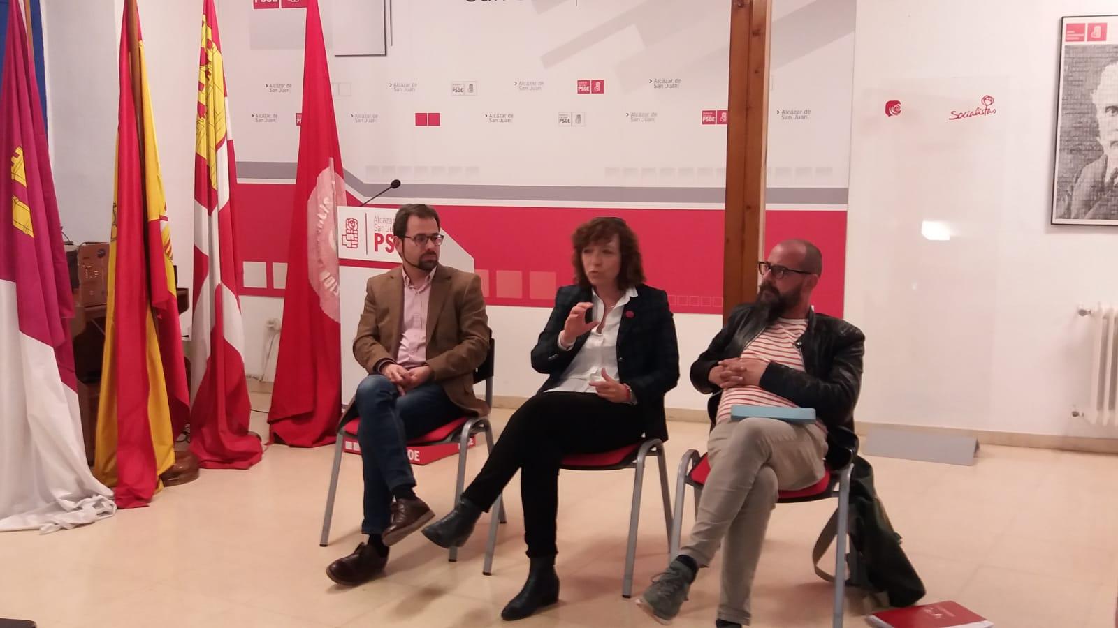Rosa Melchor escucha las propuestas de los colectivos del ámbito de la cultura